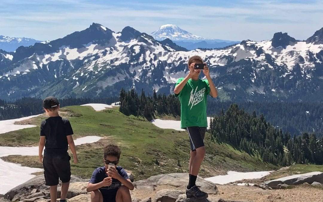 The Cognitive Costs of Distracted Hiking